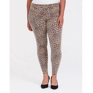 NWT Torrid Leopard Print Jegging Jeans Size 30